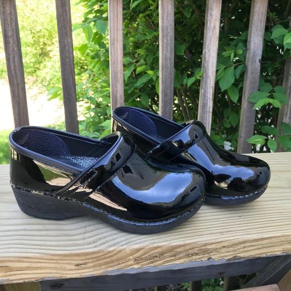 Dansko Xp 2 Black Patent Leather Clog